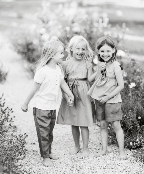 Lili & Lala childrens fashion, barnmode, barnfotografering gotland, bröllopsfotograf gotland
